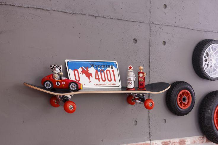 Cilek Champion Racer Skateboard - Regal Ganz entspannt skatet dieses Board an der Wand und wird auch ohne Bücher der absolute Hingucker sein.    Dieses lässige Kinderzimmerprogramm vermittelt harte Arbeit, triefenden Schweiß und... #kinder #kinderzimmer #wandregal #cilek