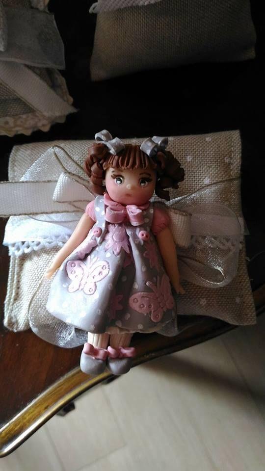 Dolci bamboline artigianali in fimo. Profumate idee regalo o bomboniere per le tue feste! Contattateci per info e ordini personalizzati su: https://www.facebook.com/merlettiinsoffitta/