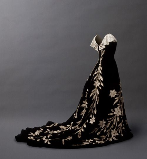 "Evening dress ""Robe aux lis"" , House of Worth, ca. 1896."