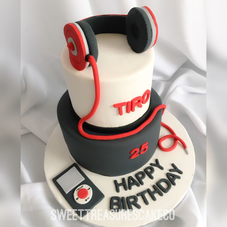 #Tiro #celebrated his #25th #birthday with this #beatsbydre #headphone and #iPod #cake. #joburg #sweettreasurescakeco #sweettreasures #southafrica