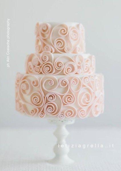 torta matrimonio con decorazioni quilling rosa