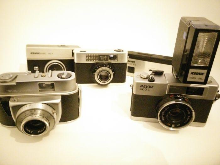 Lot 5 Revue camera's - jaren '70  Lot van 5 Revue camera's uit de jaren '701. Revuematic 110-X uit circa 1970. Sluiter werkt. Heeft weinig gebruikssporen lens is onbeschadigd. 2. Revue Pocket 105 uit circa 1976/1980. Sluiter werkt. Enkele gebruikssporen. 3. Revue 300C.Sluiter werkt. Weinig gebruikssporen lens is onbeschadigd. Hefet Rexar 1:28/40 lens.4. Revue N.Sluiter werkt niet ontspanner blijft doorgaan. Heeft Ludwig Meritar 29/45 lens. Heeft weinig gebruikssporen lens is onbeschadigd. 5…