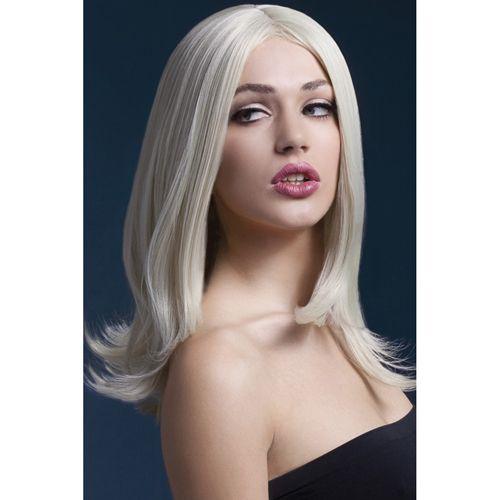 De mooie lange pruik van Fever heeft blonde haren met een lengte van 43cm. De haren van de pruik zijn flexibel en de pruik heeft daardoor een natuurlijke look. De scheiding van de pruik zit in het midden, maar je kunt uiteraard de haren zo stylen zoals jij dat graag wilt. Of je nou een zijscheiding, een rechte pony of juist krullen wilt, het kan allemaal. Met behulp van de verstelbare hoofdcap is de pruik makkelijk te bevestigen en blijft hij makkelijk de hele avond in model zitten.