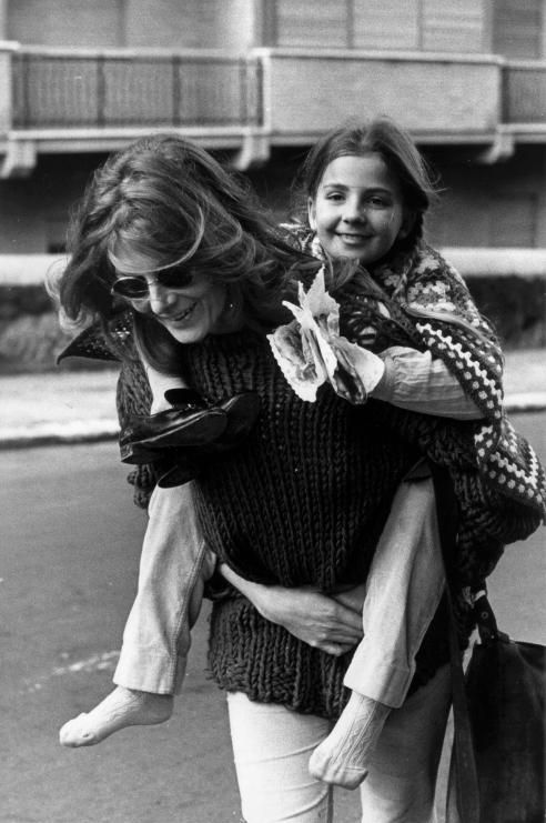 Vanessa Redgrave carrying her daughter, Natasha Richardson, in London (1971)