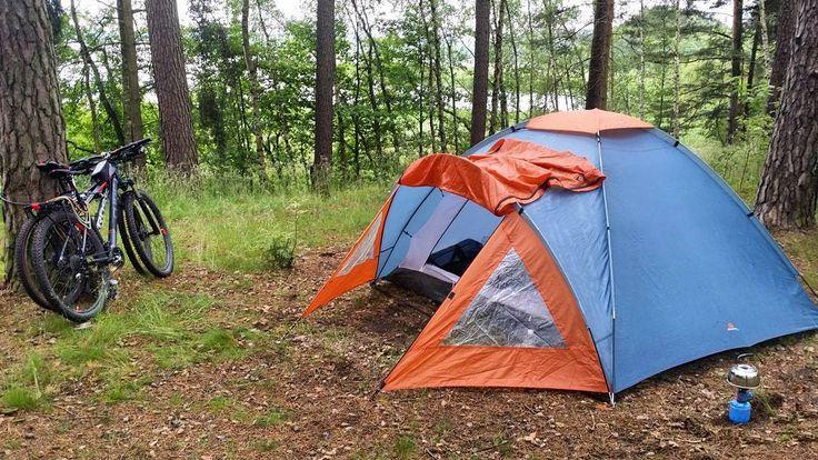 #camping z @johnnybongo day 1. #neirawypełzaznory #szczęście  #jezioro #las #happiness #bicycles #cyclinggirl #cyclingboy #forest #lake #rowery #rowerzyści #namiot