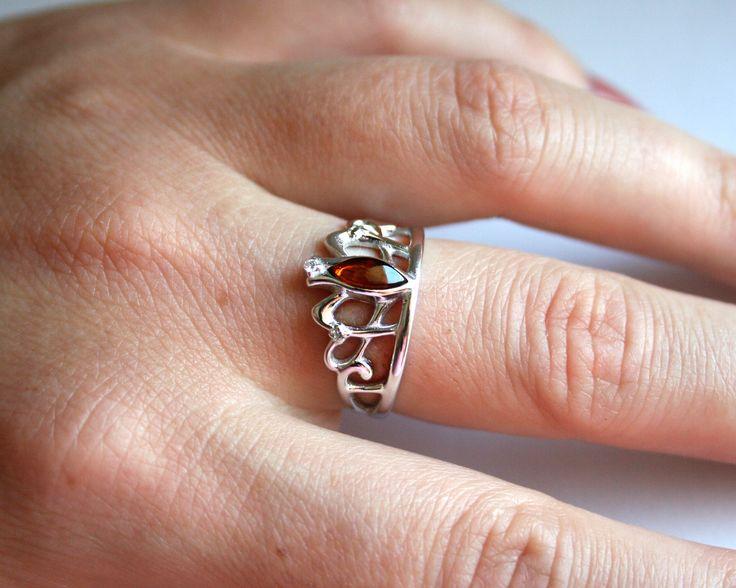 Hai mai sognato di essere una principessa?  Scopri Anello Corona in argento 925 rodiato sul Giallo Ambra 👑 ➡ https://goo.gl/sc2pjb  #anello #ring #gioielli #principessa #jewellery #ambra