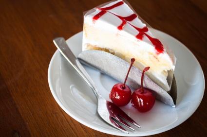 Vanilla cake topping with cherry sauce :)
