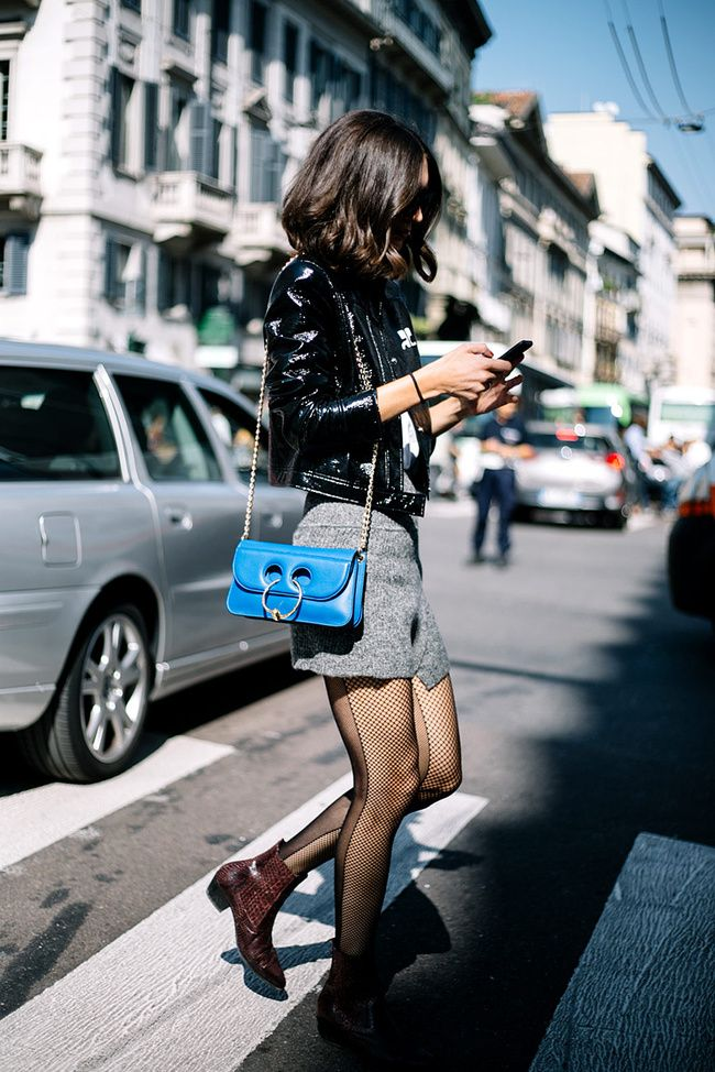 ¿Tienes unas #medias con personalidad propia y no sabes cómo llevarlas? Estas 6 fórmulas no fallarán. #ColdOutfit #WinterOutfit #Outfit #WinterLook #LookDeFrio #LookConMedias #StreetStyle #LookMedias #Fashion #FashionLook #FashionOutfit