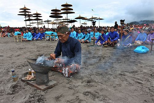 Preventing the balancing nature, Merapi Mountain has a purification ritual hold by Javanese to respect its sacred. It's named labuhan. Find out here!