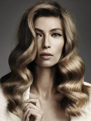Super-Sexy Long Hairstyle Ideas - Pull off some of the super-sexy long hairstyle ideas below and embrace an all-eyes-on-me attitude for this season. Emphasize the healthy and voluminous texture of your locks with A-list styling formulas.