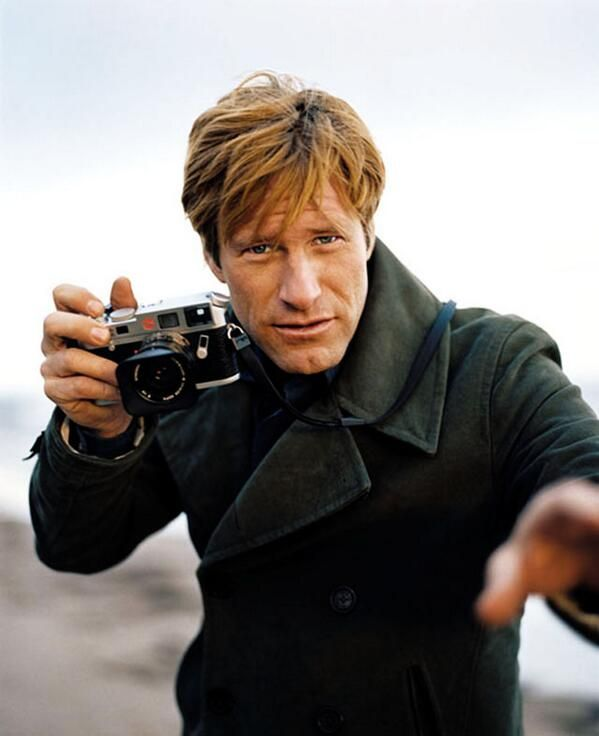 AARON ECKHART (with his Leica)