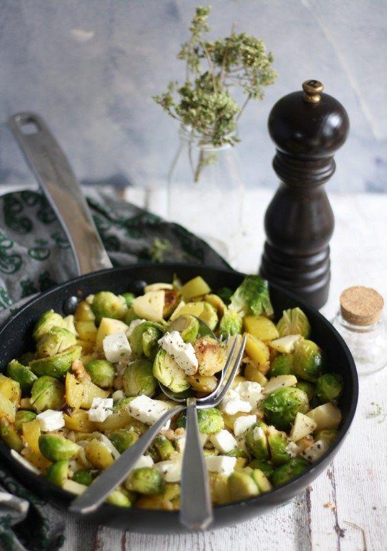 Rosenkohl Kartoffel Pfanne mit Fetakäse & Apfel