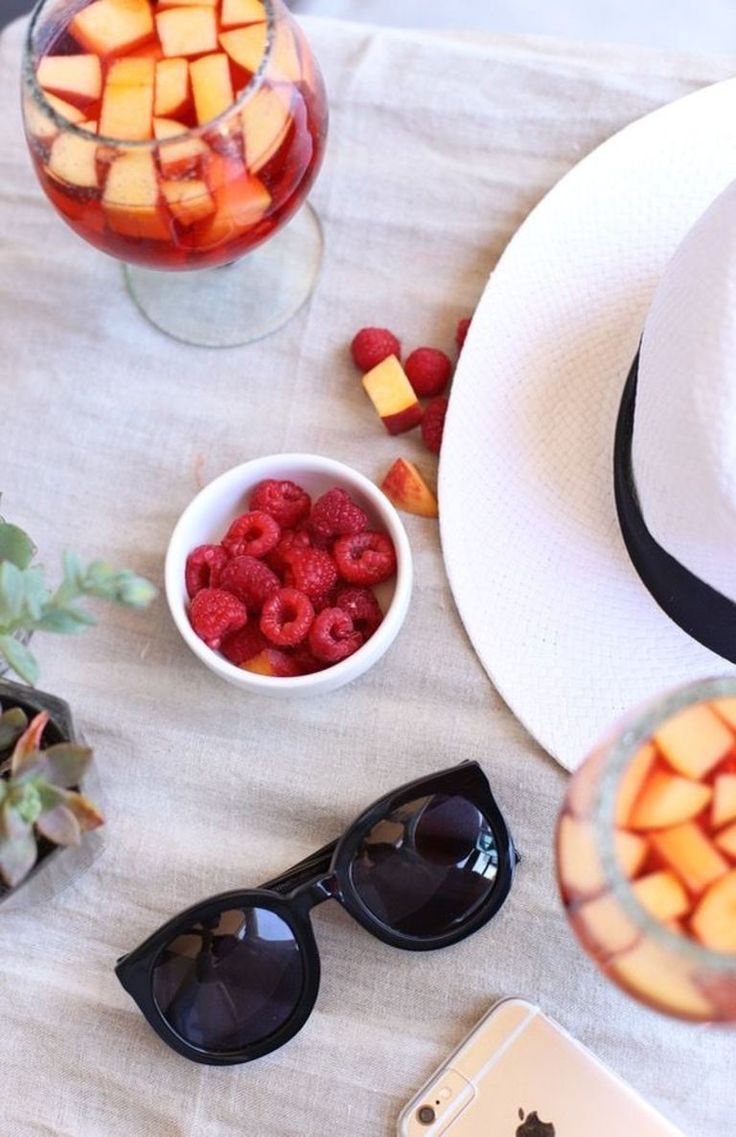 Raspberry Peach Summer Sangria Recipe via @mystylevita #fruit #parties #cocktail #recipe
