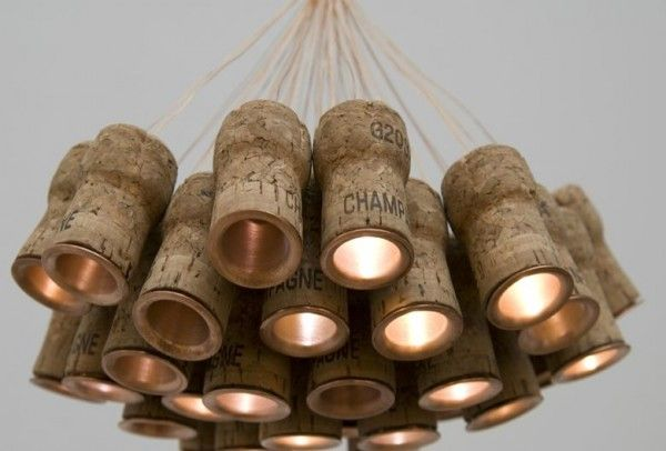 Chandelier from recycled Champagne corks - Recyclart