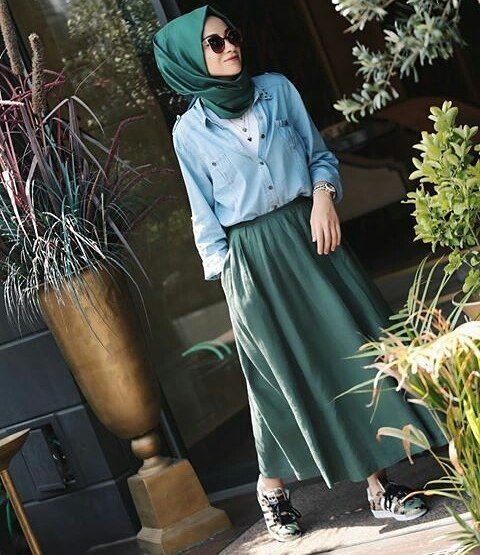 #simple#outfit#lovely#skirt#hijabstyle#muslimah#lifestyle#chic#cute#awsome#sweet#summer#look#hijabfashion#styling#hijab#everyday#cool#instalike#instafollow#hijabness19#beauty#forever @hijabness19 ========>> by @senaseveer skirt from @kevsersarioglu