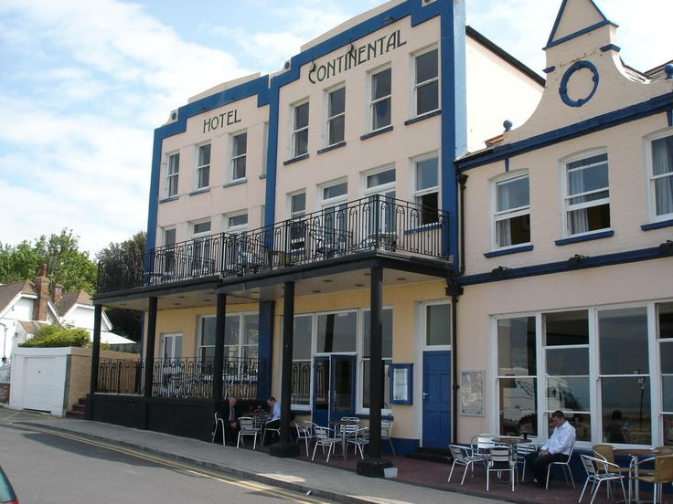 Whitstable's largest hotel, with a lovely sea-facing location  whitstable-continental-bars-pubs-2995-large.jpg (1000×750)
