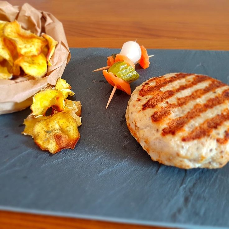 Hambúrguer de frango com chips de batata doce @Nutrição com coração