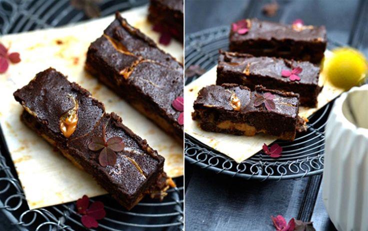 Lav lækker brownie med karamel.