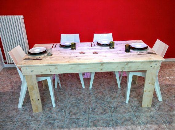 Ce tableau, vous pouvez être très bien placé dans notre salle à manger ou même dans votre studio, jai créé à laide de bois recyclé de palettes. Je nai pas utiliser nimporte quel genre de peinture, jai poli le tableau et rend lisse au toucher. Suite à mon goût, jai préféré pas de couleur, mais sur commande je peux peindre comme vous le souhaitez.  Les mesures de la table sont : LONGUEUR 71 pouces LARGEUR 34 pouces HAUTEUR 30 pouces  Selon ces mesures, on peut sasseoir 6 personnes…