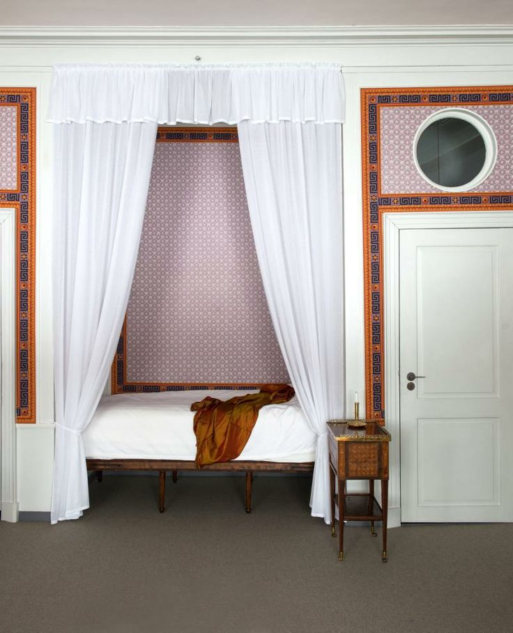 Bedchamber - Eidsvollsbygningen is a historic Manor House in Eidsvoll in Norway, where the Constitution of Norway was made and signed on 17 May 1814. Photo: Espen Grønli