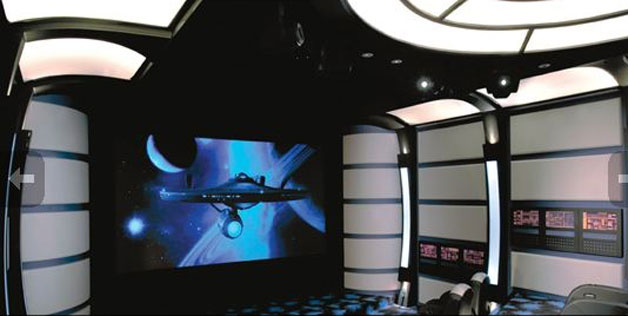 Star Trek replica TV room. I WANT...or even better, how about a tardis replica TV room?? now that would be LEGIT.