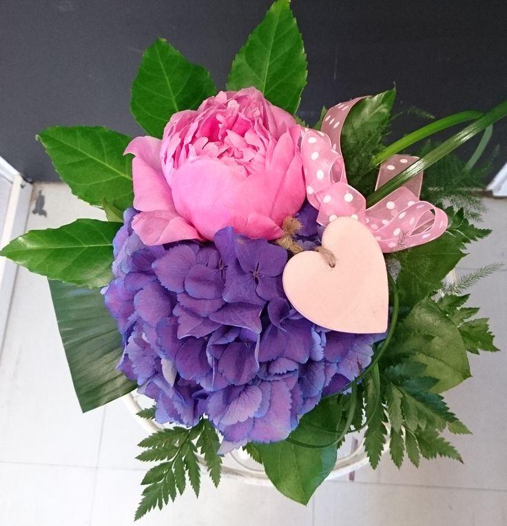 Kukkakimppu koristein. Pioni, hortensia #peonie #hydrangea
