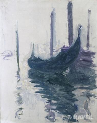 클로드 모네(Claude Monet, 1840-1926)와 그의 부인 알리스(Alice Raingo Hoschedé Monet, ?-1911)는 1908년 베니스를 함께 여행하였다. 1892년 결혼한 이후 그들은 런던과 스페인 등 여러 지역을 여행하기를 즐겼다. 하지만 알리스의 건강이 악화되고, 모네 또한 68세를 넘긴 노년기였기 때문에, 베니스를 방문한 것이 그들에게는 마지막으로 함께 떠난 여행이었다. 모네는 베니스의 독특한 빛에 매료되었으며, 이곳을 여행하며 몇 가지의 연작을 제작하게 된다. 물에 반사되어 비춰진 하늘빛이 어두워보인다. 주인없는 곤돌라가 더욱더 외롭게 보여진다.