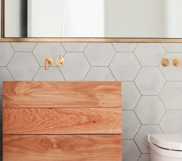 carrelage-hexagonal-salle-de-bain-gris-et-bois