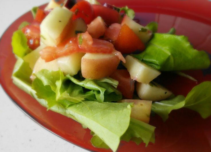 Surówka pomidorowo-brzoskwiniowa / Tomato and peach salad