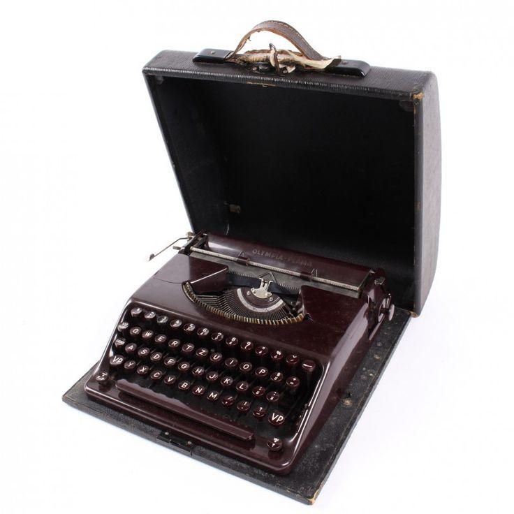Mechanický psací stroj Olympia Plana vínový