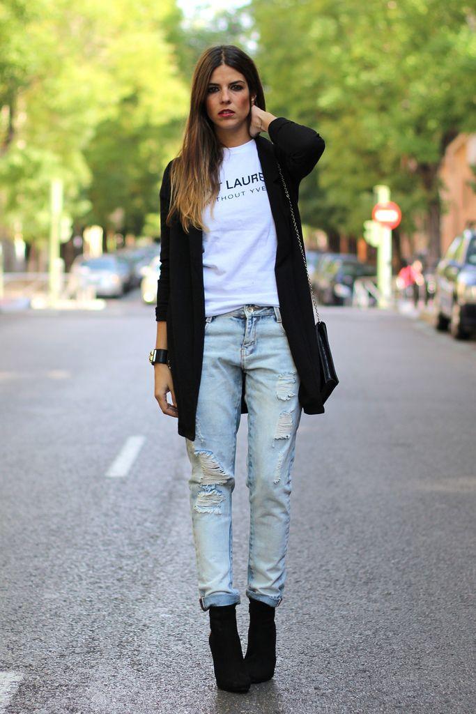 trendy_taste-look-outfit-street_style-AW13-blazer_negra-black_blazer-ysl-white_tee-camiseta_blanca-hoss_intropia-black_booties-botines_negros-leo_print-boyfriend_jeans-vaqueros_boyfriend-polaroid-15 Más
