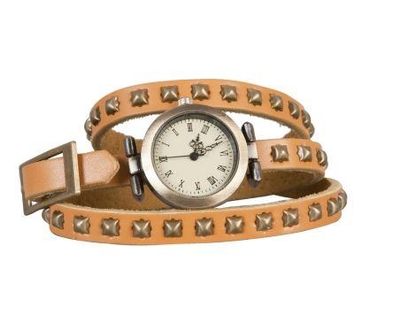 #horloge #stoer #leren #omslag #dubbele #studs #old #look #wijzerplaat #beige Stoere leren horloge met bandje met dubbele omslag, voorzien van studs en een 'old look' wijzerplaat. www.damestic.nl / www.facebook.com/DamesTic