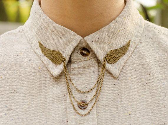 Collari catena ala per vivacizzare la tua camicia. Attacca con due spine sulla parte posteriore di ogni ala. Le ali sono di circa 2 pollici di