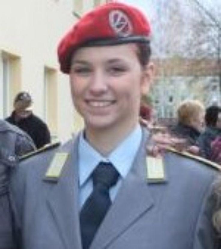 https://flic.kr/p/CNkb7e   Soldatin Der Bundeswehr