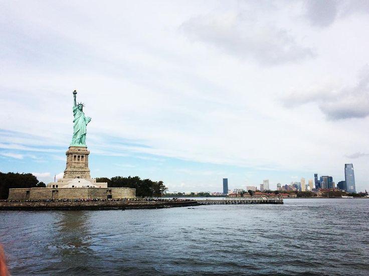 The Big Apple 🍎 #newyork #manhattan #statueofliberty #view #landscape #ferryboat #sea #americandays