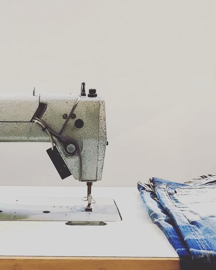 'We're just recycled history machines, cavemen in faded blue jeans.' ~Jimmy Buffett  ______________________________ Barbara Etcetera Storyteller in Woord & Beeld ______________________________  @coef_men #storytelling #coef #clothing #fashion #mensfashion #taste #shop #quote #jimmybuffett #jeans #bluejeans #sewingmachine #lifestyle #nijmegen #regioarnhemnijmegen #recycle #history #faded