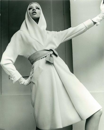 1965 model in Nina Ricci dress
