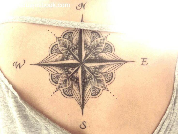30 Tatuajes de la rosa de los vientos