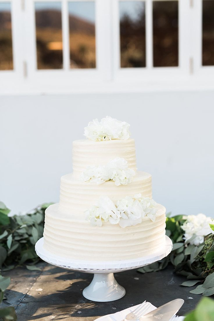 wedding cakes in lagunbeach ca%0A Romantic Vineyard Wedding at Triunfo Creek Vineyards  California