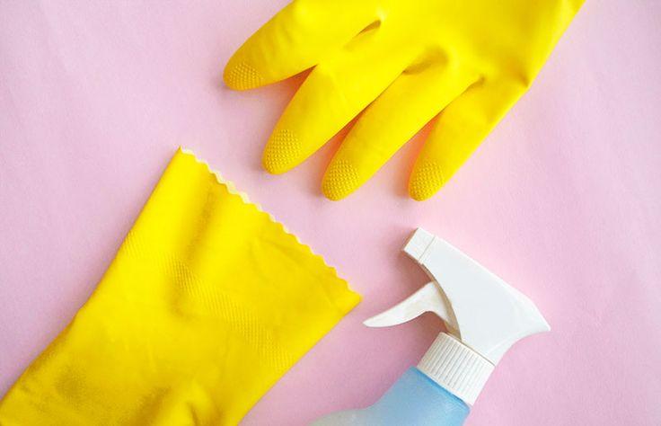 Dicas e truques para facilitar a limpeza de casa // palavras-chave: casa, organização, limpar, vinagre, esponja de aço, sacola plástico, giz branco, amido de milho, óleo, aspirador de pó, ventilador, escova de vaso, banheiro, pedra-pomes