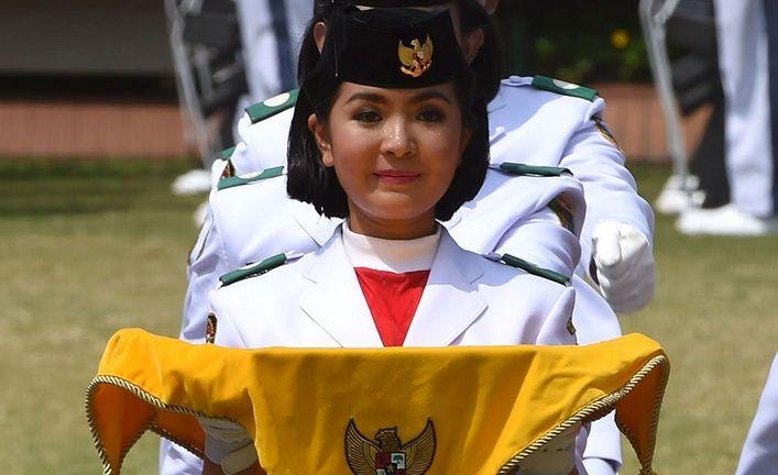 Foto & profil si cantik pembawa baki bendera merah putih Paskibraka 2015 -> http://www.venelova.com/momen/foto-biodata-maria-felicia-gunawan-pembawa-baki-bendera-merah-putih.html