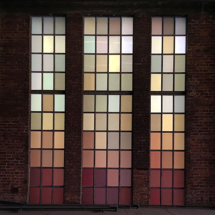 Walked the High Line today again. I don't know why I always get a bit disappointed. Probably because It seemed so fantastic when I first saw the drawings of Diller+Scofidio. The reality never lived up to the dream for me. These windows are pretty cool though.