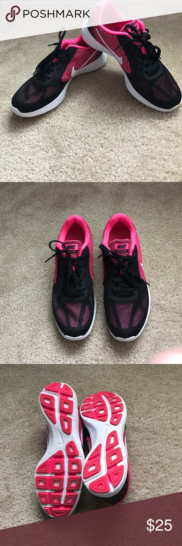 Nike women's athletic shoes size 9 Like new! Purchased a few months ago. Only worn a couple of times. Nike Shoes Athletic Shoes