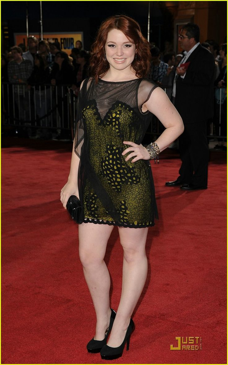 Love Jennifer Stone's hair color!!