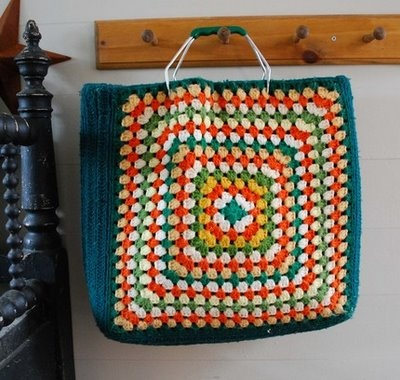 Las Teje y Maneje: GRANNY SQUARE BAG