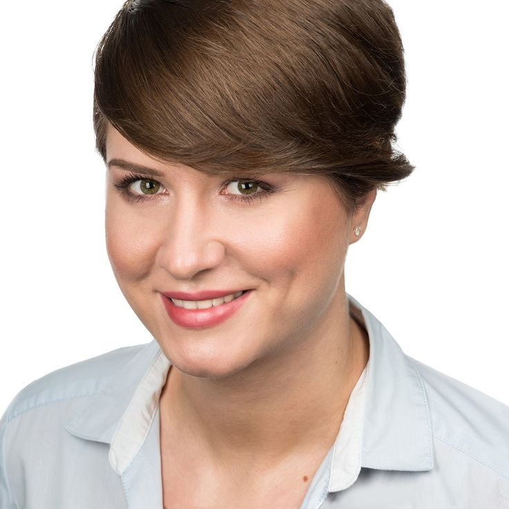 Iulia Popa - Business Analyst - headshot, business portrait