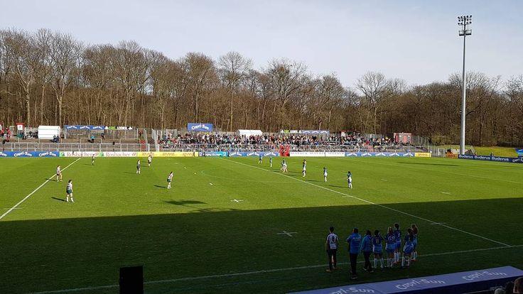 Bei bestem Wetter schauen wir uns auch das #7erRugby der Damen zwischen NRW u18 und Bayern u18 an.  Toller #Rugby Tag bis jetzt beim @asvkoeln  #kölnistrugby