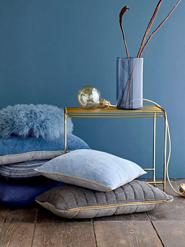 Denim Drift is volgens Flexa dé kleur van 2017! Hier prachtig gecombineerd met goud. #inspiration #woonaccessoires