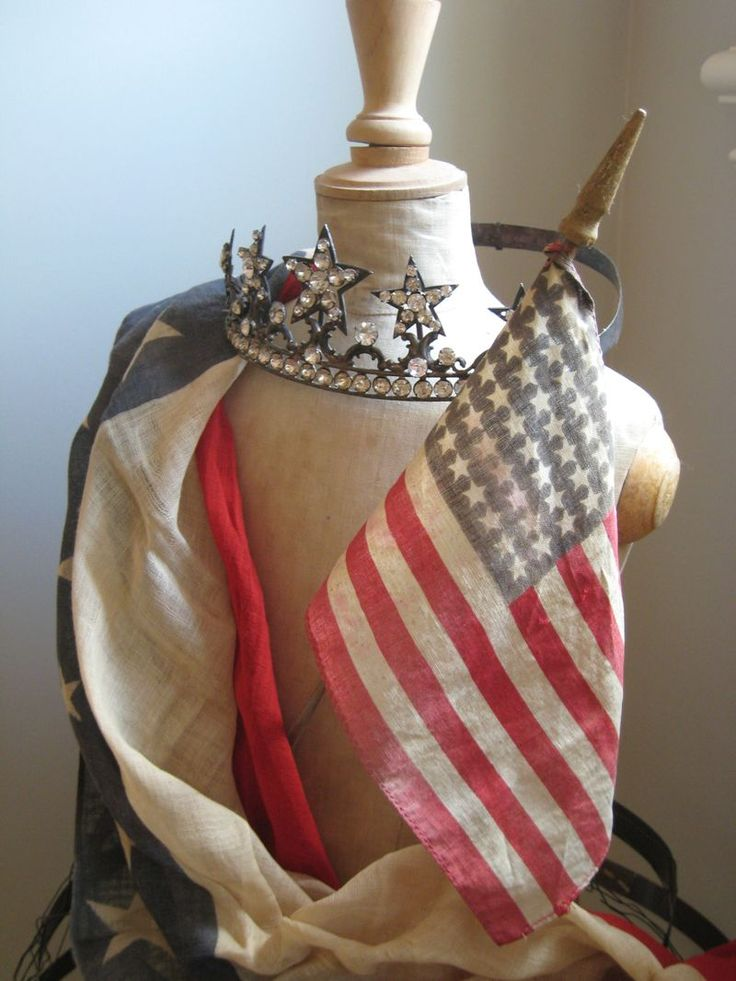 Pretty Fourth of July display: Crowns, Queen, Fourth Of July, Company Picnic, God Blessed, 4Th Of July, Red White, Vintage Dresses Form, Dressform