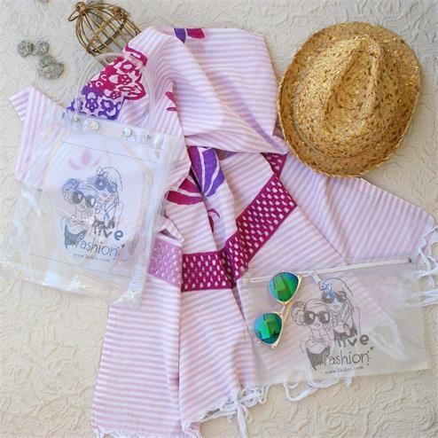 Pembe Dantelli Plaj Seti - Peştemal Pembe Bikini Çantası Şeffaf  Kumaş Türü: Plaj Çantası PVC Peştemal %100 Pamuk Bikini Çantası PVC Paket İçeriği: 1 adet plaj çantası 1 adet peştemal  1 Adet Bikini Çantası